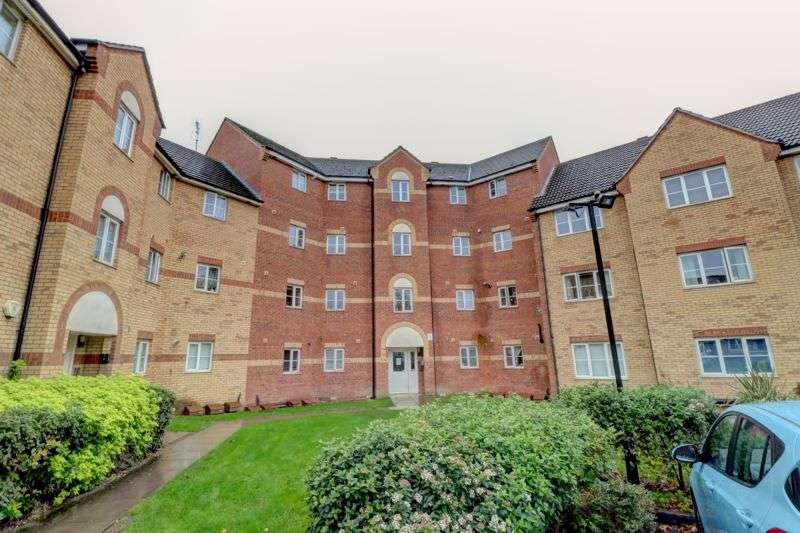 2 Bedrooms Property for sale in  Madeleine Close, Romford RM6 4BJ