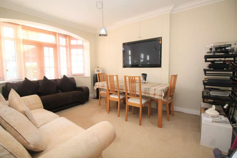 3 Bedrooms House for rent in Sandhurst Drive, Ilford, IG3
