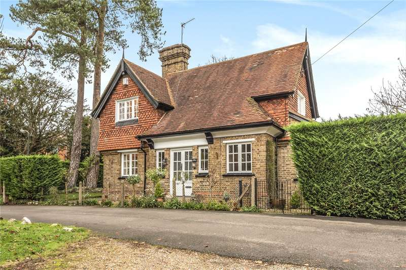 3 Bedrooms Detached House for sale in South View Road, Pinner, Middlesex, HA5