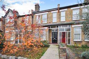 3 Bedrooms Terraced House for sale in Mackenzie Road, Beckenham, Bromley, England
