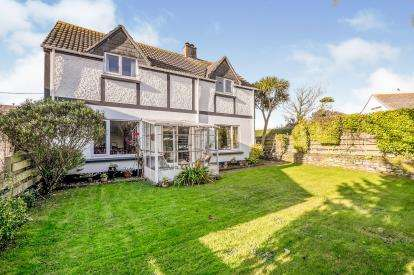 4 Bedrooms Detached House for sale in Helston, Cornwall