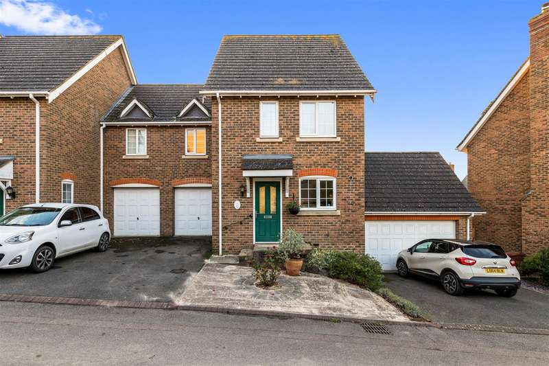 3 Bedrooms Semi Detached House for sale in High Ridge, Ashford