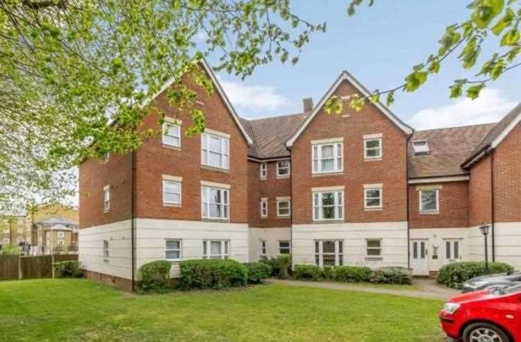 2 Bedrooms Apartment Flat for rent in King Edward Court, Cedar Avenue West, Chelmsford