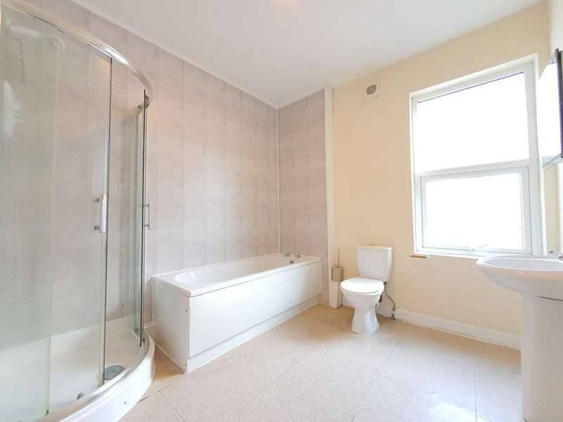 2 Bedrooms Flat for rent in Station Road, Blackpool
