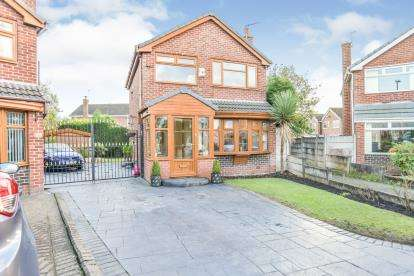 3 Bedrooms Detached House for sale in Whernside Avenue, Ashton-Under-Lyne, Tameside, Greater Manchester