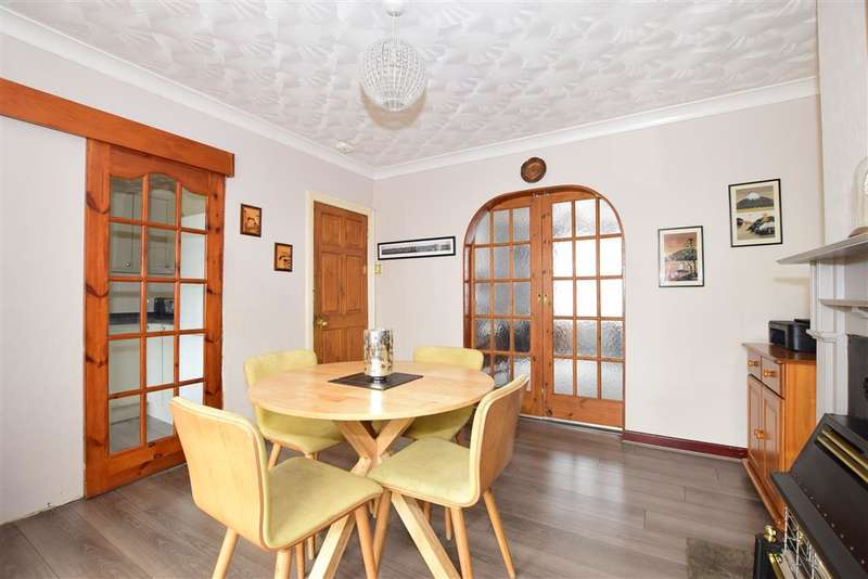 3 Bedrooms Semi Detached House for sale in Orchard Road, , East Cowes, Isle of Wight