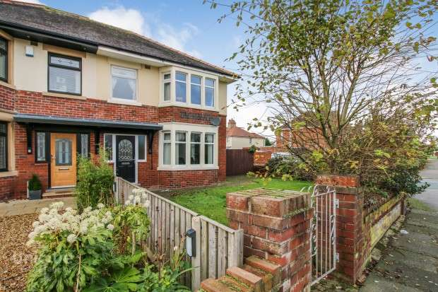 3 Bedrooms Semi Detached House for sale in Fleetwood Road, Thornton-Cleveleys, FY5
