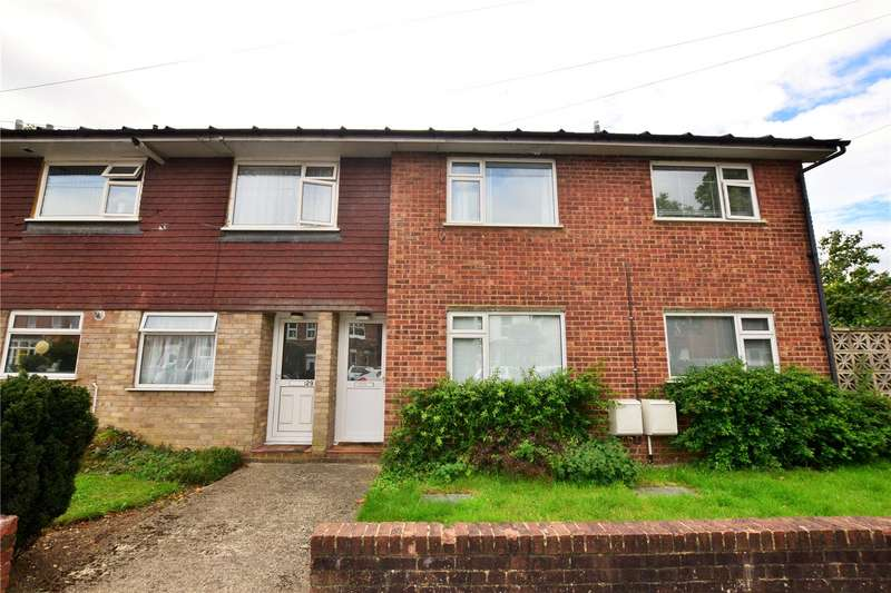 2 Bedrooms Maisonette Flat for rent in Netley Street, Farnborough, Hampshire, GU14