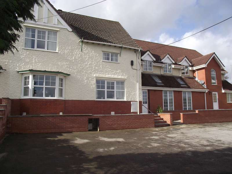 4 Bedrooms Terraced House for sale in High Street, Blackwood, NP12