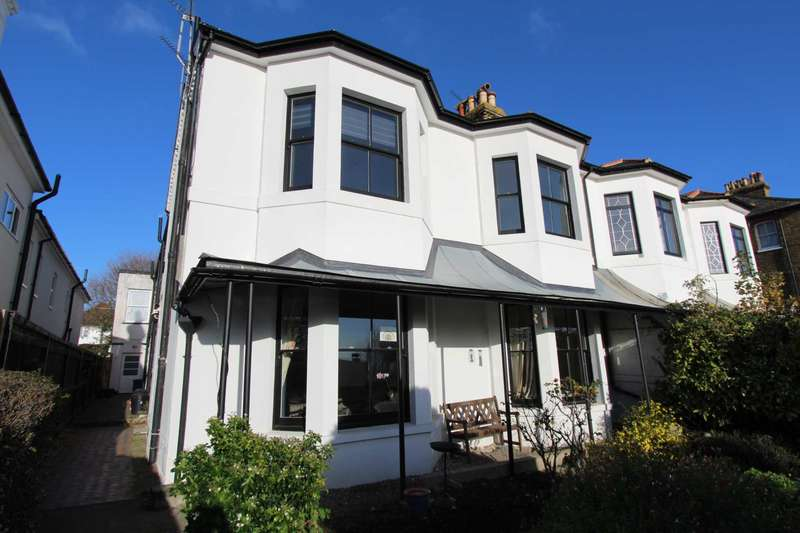 2 Bedrooms Flat for rent in Clifftown Parade, Southend On Sea