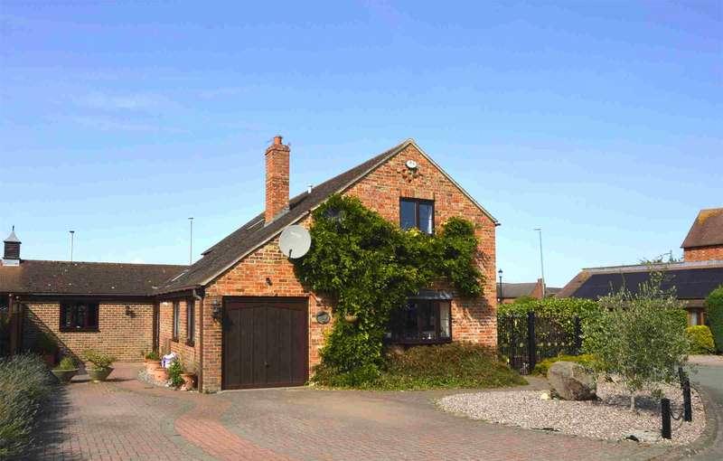 3 Bedrooms Detached House for sale in Gwinnett Court, Shurdington, Cheltenham, Gloucestershire, GL51