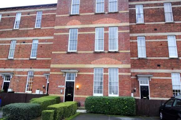2 Bedrooms Flat for rent in Hillier Road, Devizes, SN10