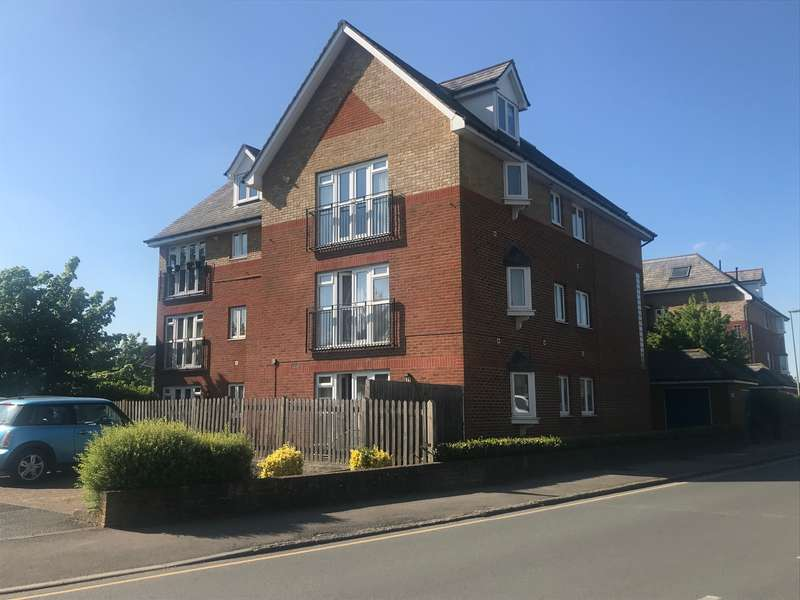 2 Bedrooms Apartment Flat for rent in Station Approach, Horley, Surrey, RH6