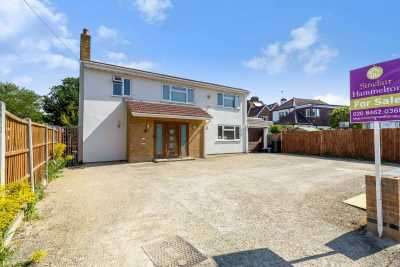 3 Bedrooms Detached House for sale in Hawes Lane, West Wickham, BR4