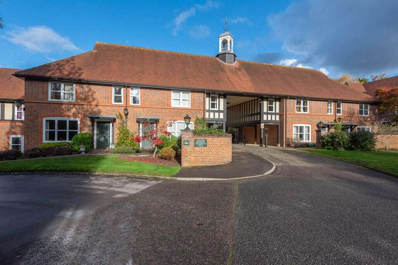 2 Bedrooms Terraced House for sale in Mytchett Heath, Mytchett, GU16
