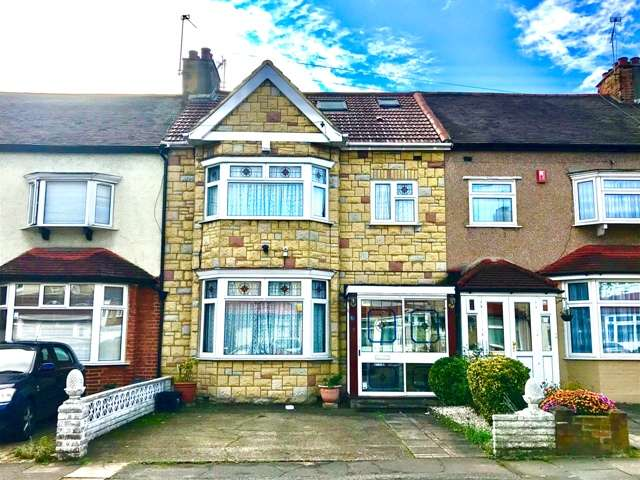 4 Bedrooms Terraced House for sale in Cranley Road, IG2