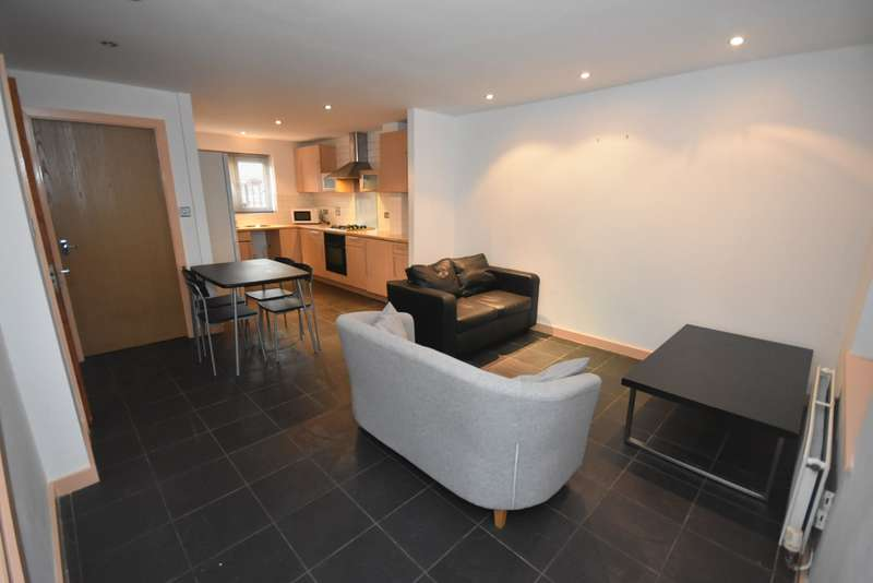 4 Bedrooms Terraced House for rent in St. Nicholas Road,Hulme, Manchester. M15 5JD