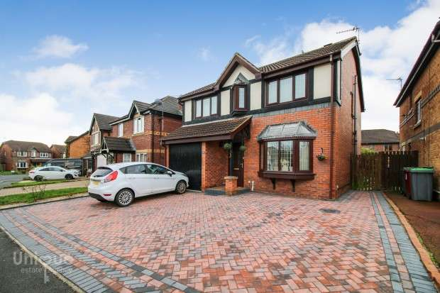 4 Bedrooms Detached House for sale in Heron Way, Blackpool, FY3
