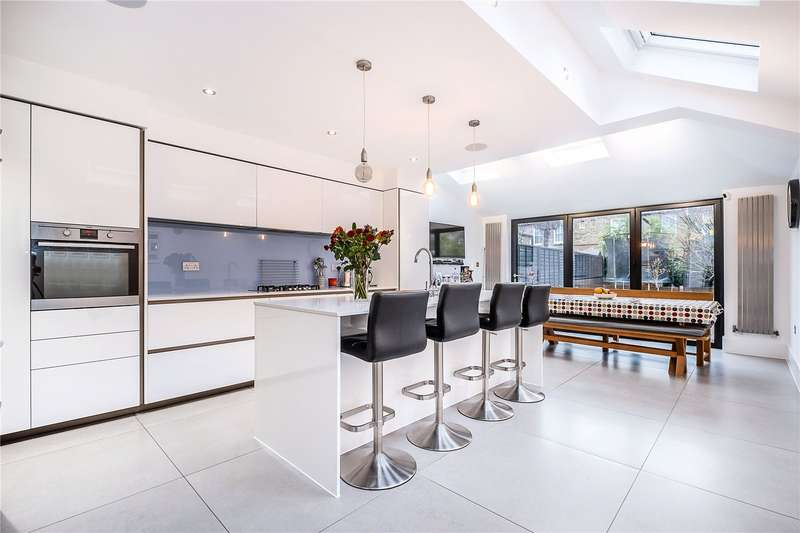 4 Bedrooms Terraced House for sale in Scholars Road, London, SW12