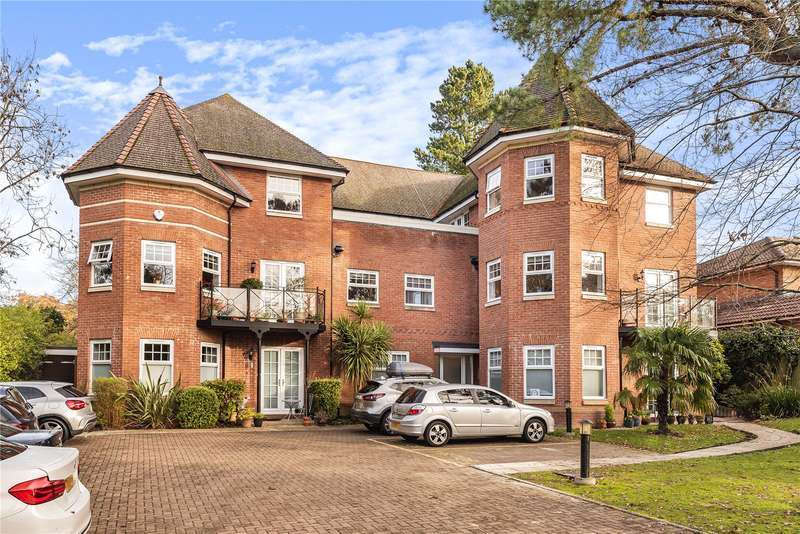 3 Bedrooms Apartment Flat for sale in Frithwood Ave, Northwood, Middlesex, HA6