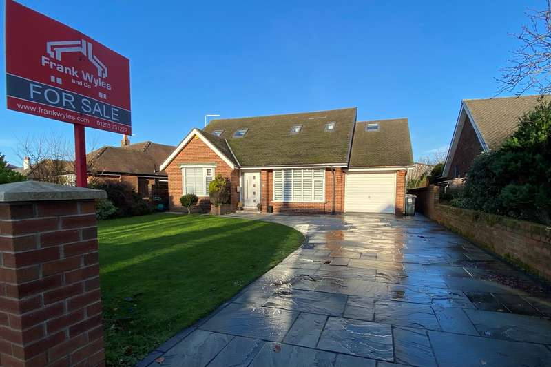 4 Bedrooms Detached Bungalow for sale in Commonside, Ansdell, FY8