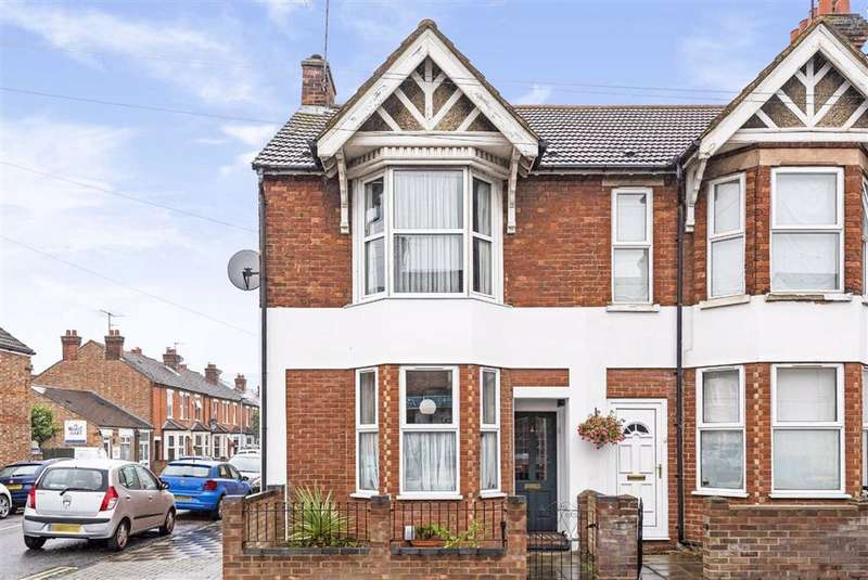 4 Bedrooms Semi Detached House for sale in Castle Road, Bedford