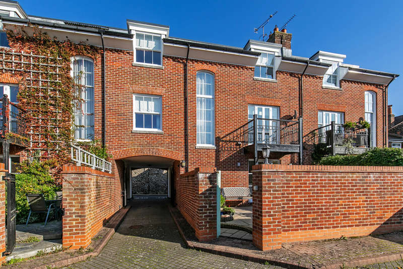 4 Bedrooms Town House for rent in St. Swithun Street, Winchester