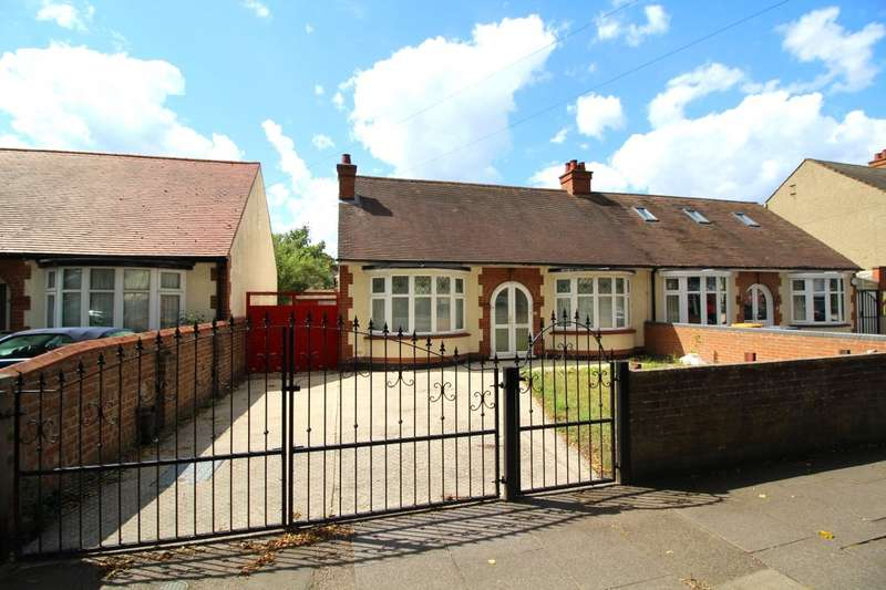 2 Bedrooms Semi Detached Bungalow for sale in Elstow Road, Bedford, Bedfordshire, MK42