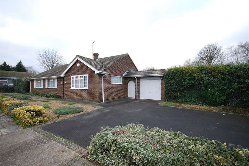 3 Bedrooms Detached Bungalow for sale in Byron Close, Canterbury