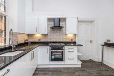 2 Bedrooms Flat for rent in Martin Mansions, Stafford ST16