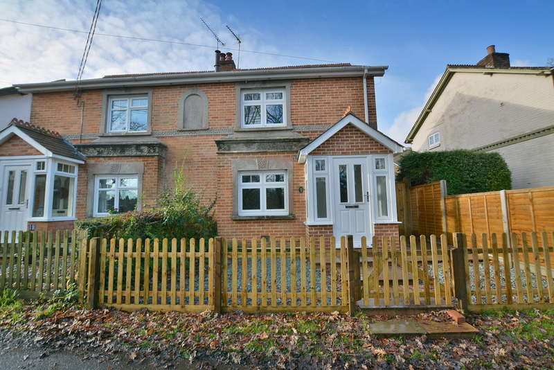 3 Bedrooms Semi Detached House for sale in Greenhill Road, Wimborne