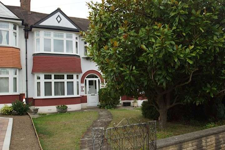 3 Bedrooms Terraced House for rent in Holly Crescent, Beckenham