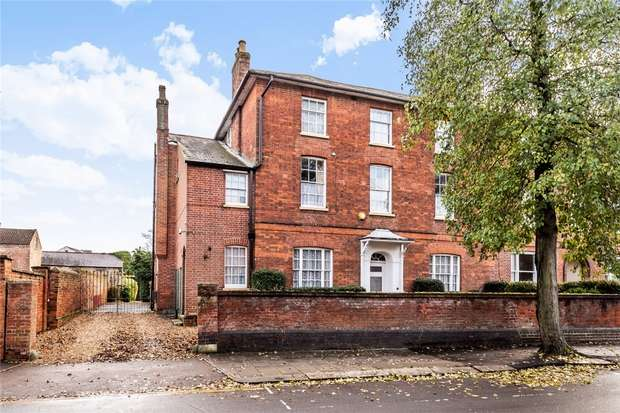 8 Bedrooms Semi Detached House for sale in The Crescent, Bedford