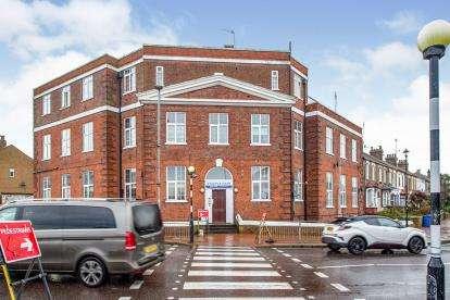 2 Bedrooms Flat for sale in Grays, Essex