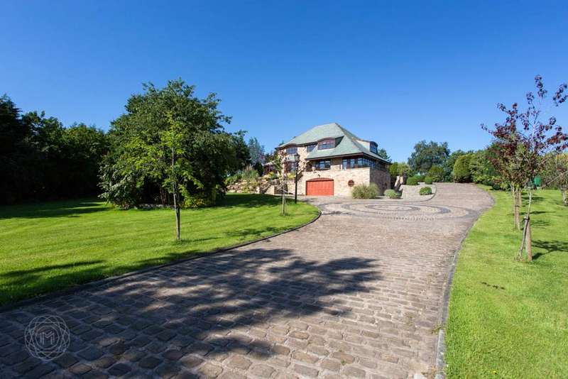 5 Bedrooms Detached House for sale in Bores Meadow, Standish, Wigan, Greater Manchester, WN1
