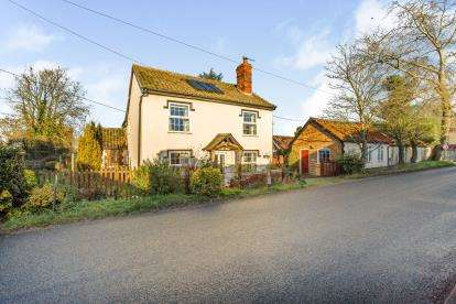 4 Bedrooms Detached House for sale in Shropham, Norfolk