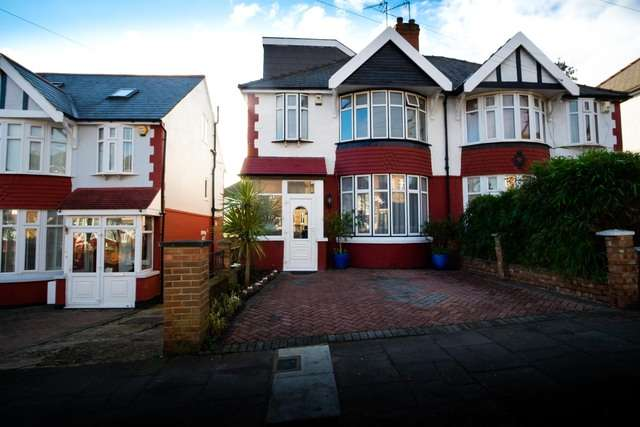 5 Bedrooms Semi Detached House for sale in Lyndhurst Avenue, London, Greater London