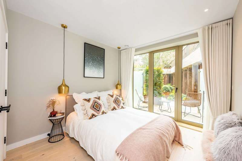 2 Bedrooms Flat for sale in The Tramyard, Balham, SW17