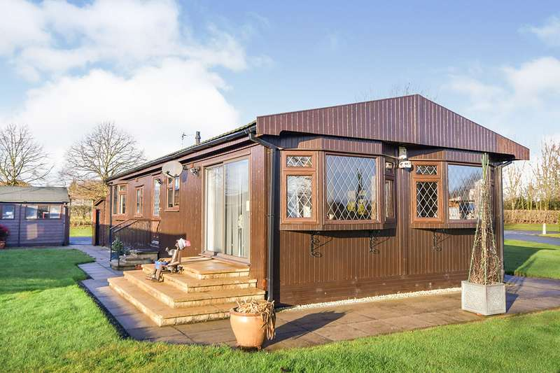 2 Bedrooms Park Home Mobile Home for sale in Mulberry Way, The Elms, Torksey, Lincoln, LN1