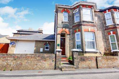 4 Bedrooms Semi Detached House for sale in East Cowes, Isle Of Wight, .