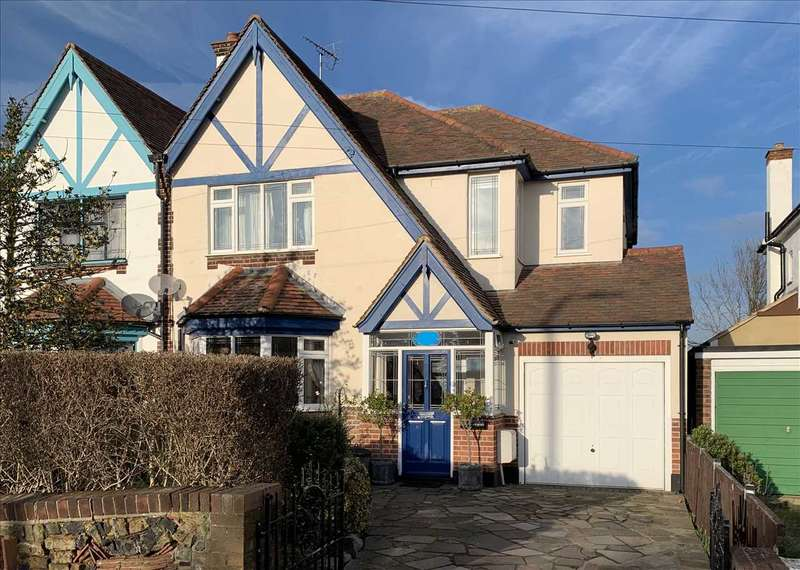 4 Bedrooms Semi Detached House for sale in Highlands Estate Leigh on Sea