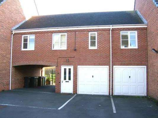 2 Bedrooms Apartment Flat for rent in Windrush Close, Pelsall, Walsall