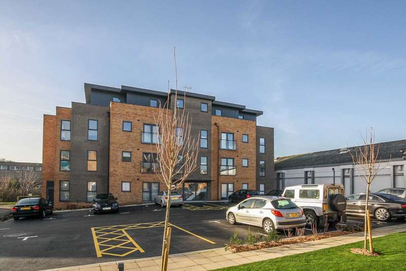 2 Bedrooms Penthouse Flat for rent in Ebberns Road, Apsley