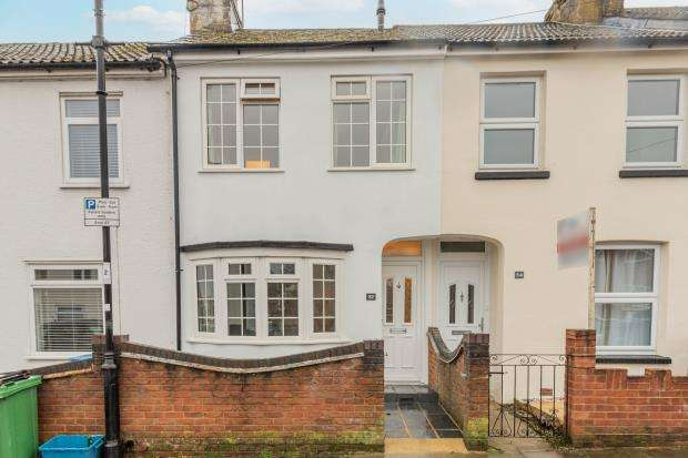 2 Bedrooms Terraced House for sale in Lysons Road, Aldershot