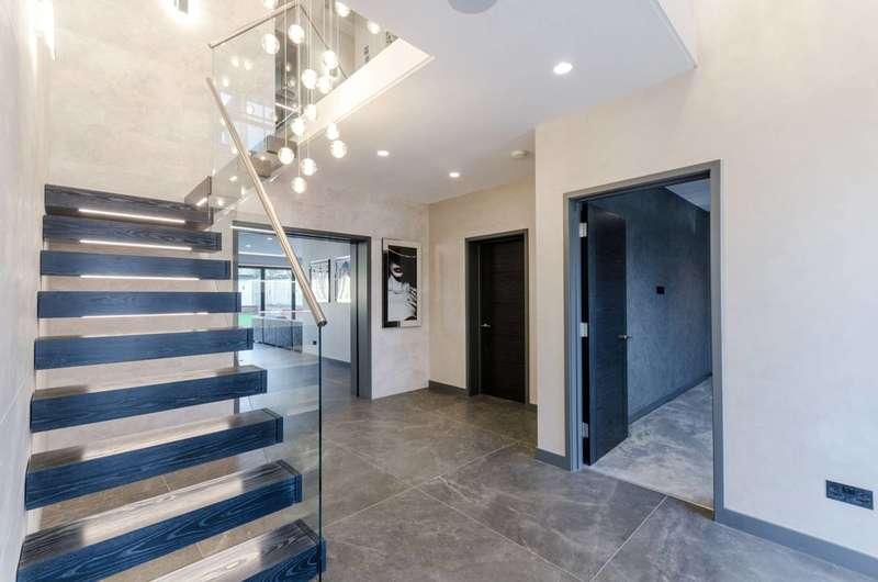 5 Bedrooms Detached House for sale in Epsom, Epsom, KT17