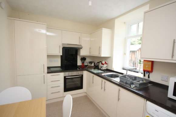 2 Bedrooms Flat for rent in Mackie Place, Aberdeen, AB10