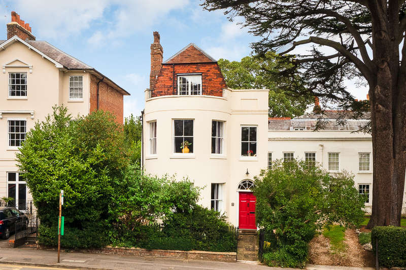 5 Bedrooms Town House for sale in Castle Hill, Reading