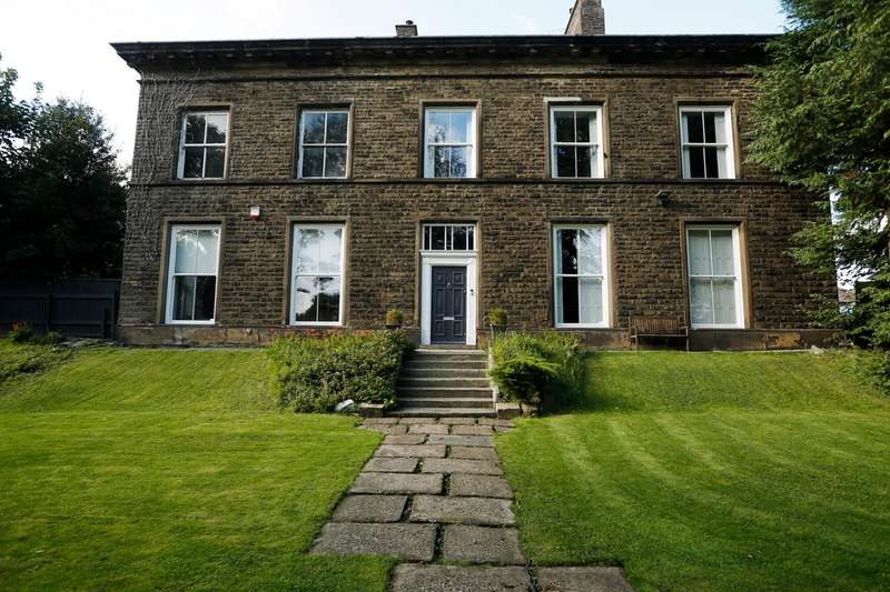 6 Bedrooms Property for sale in The Drive, Seedfield, Bury