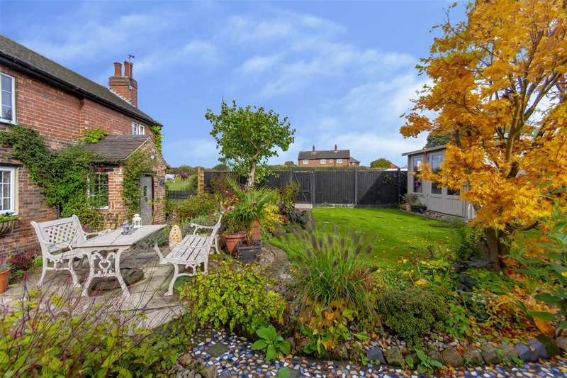 2 Bedrooms Cottage House for sale in Dale Road, Stanton-By-Dale