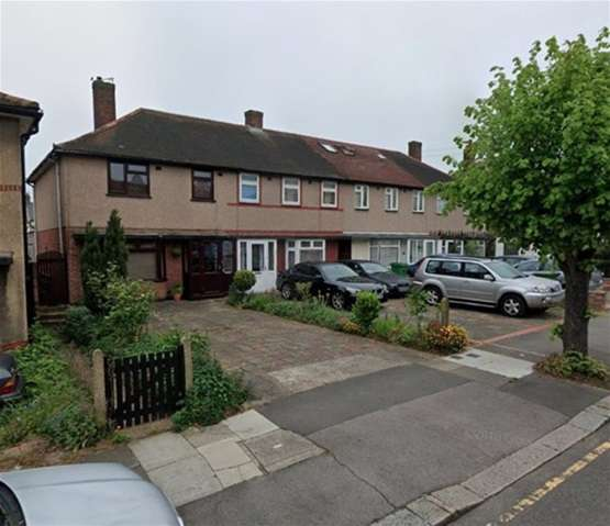 3 Bedrooms Semi Detached House for rent in Cypress Grove, Hainault